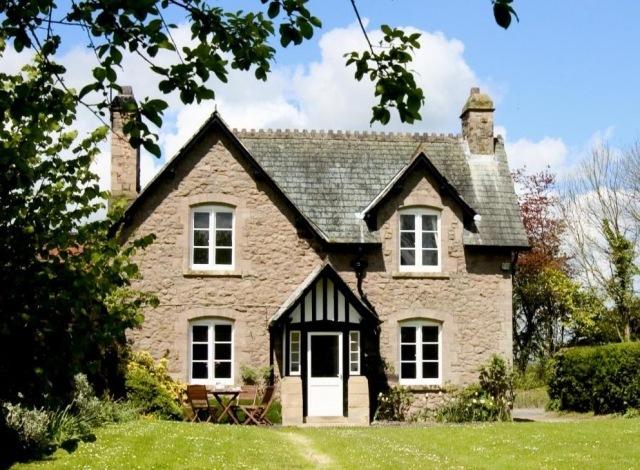 White Heron Properties Gardeners Cottage