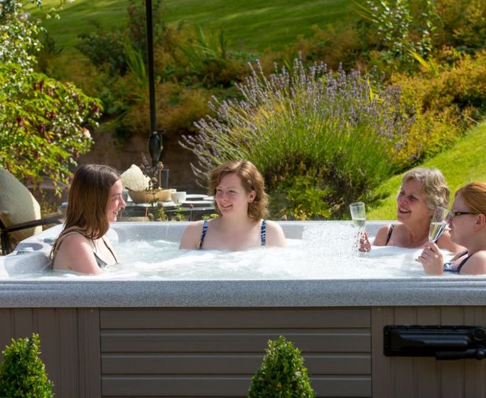 The Wain House Tub - Holt Farm Cottages