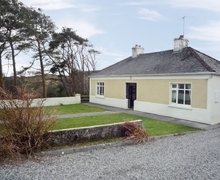 Snaptrip - Last minute cottages - Excellent Castlebar Cottage S24092 -