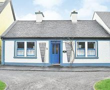 Snaptrip - Last minute cottages - Quaint Westport Cottage S24103 -