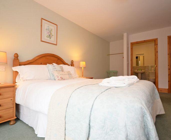 Newton Grange Cottages Mickleber Cottage Master Bedroom with ensuite shower