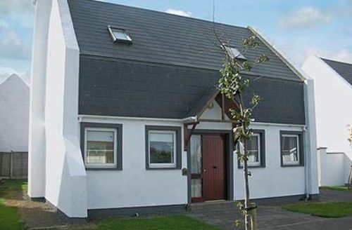 Snaptrip - Last minute cottages - Splendid Courtown Cottage S24178 -