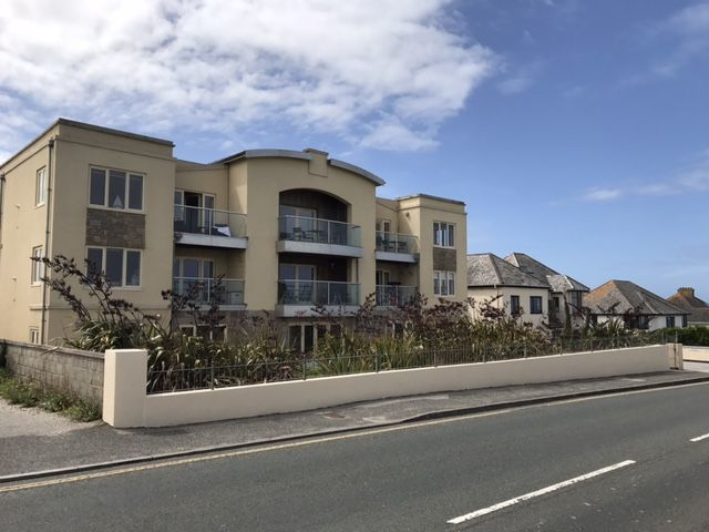 2 The Vista Modern ground floor apartment with secure access and parking