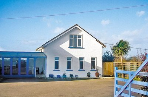 Snaptrip - Last minute cottages - Quaint Fethard On Sea Cottage S24198 -