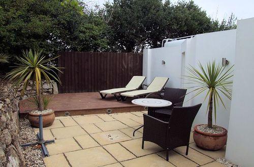 Snaptrip - Last minute cottages - Splendid Hayle  S1993 - Courtyard