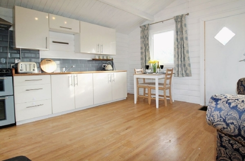 Snaptrip - Last minute cottages - Adorable Hayle Lodge S24380 -