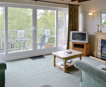 Snaptrip - Last minute cottages - Luxury Bowness On Windermere Cottage S24414 -