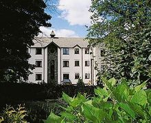 Snaptrip - Last minute cottages - Stunning Bowness On Windermere Apartment S24425 -