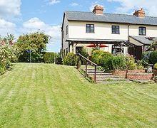 Snaptrip - Last minute cottages - Quaint Broadway Cottage S24479 -