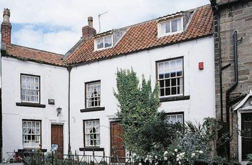 Snaptrip - Last minute cottages - Tasteful Robin Hood's Bay Cottage S24573 -