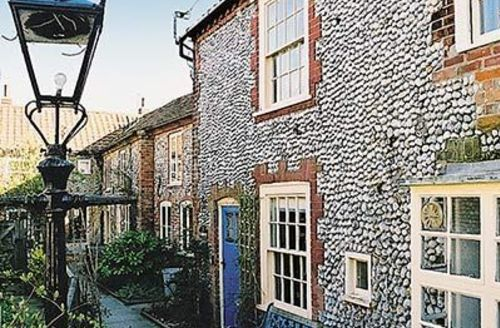 Snaptrip - Last minute cottages - Cosy Blakeney Cottage S24638 -
