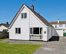 Snaptrip - Last minute cottages - Tasteful Rhosneigr And Aberffraw Cottage S24751 -
