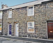 Snaptrip - Last minute cottages - Tasteful Porthmadog Cottage S24763 -