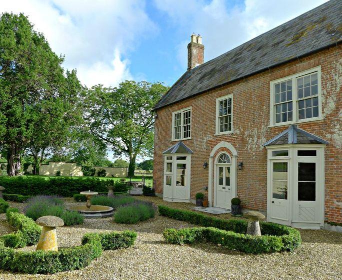 Launceston Farmhouse and Cottages Stunning farmhouse walled gardens