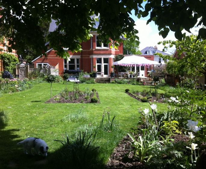 Cheltenham Short Breaks CHRISTCHURCH HOUSE GARDEN