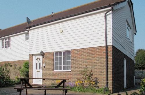 Snaptrip - Last minute cottages - Tasteful Eastbourne Cottage S25010 -