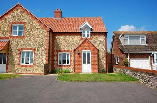 Snaptrip - Last minute cottages - Inviting Walsingham Rental S25080 - Exterior