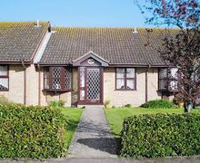 Snaptrip - Holiday cottages - Tasteful Lymington Cottage S25139 -