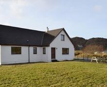 Snaptrip - Last minute cottages - Wonderful Acharacle Cottage S25148 -