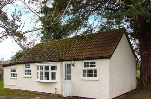 Snaptrip - Last minute cottages - Quaint Kinnersley Rental S25314 -