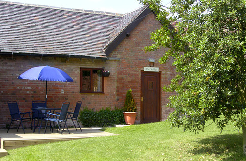 Snaptrip - Last minute cottages - Lovely Stratford Upon Avon Stables S2088 -