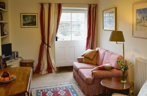 Snaptrip - Last minute cottages - Exquisite Edinburgh Cottage S25396 -