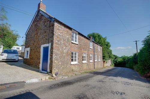Snaptrip - Last minute cottages - Exquisite Bude Rental S25530 - External - View 1