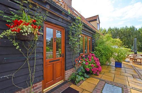 Snaptrip - Last minute cottages - Tasteful Ilketshall St Margaret Rental S25532 - Exterior - View 4
