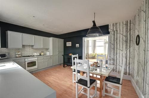 Snaptrip - Last minute cottages - Gorgeous Southwold Rental S25591 - Kitchen - View 1