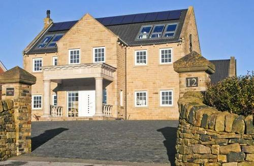 Snaptrip - Last minute cottages - Luxury Peak District Mansion -