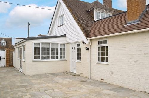 Snaptrip - Last minute cottages - Excellent Folkestone Cottage S25738 -