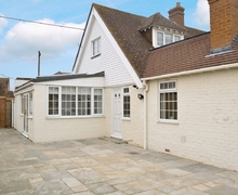 Snaptrip - Last minute cottages - Excellent Folkestone Cottage S25738 -