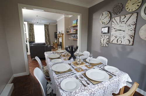 Snaptrip - Last minute cottages - Attractive Lymington House S1133 -
