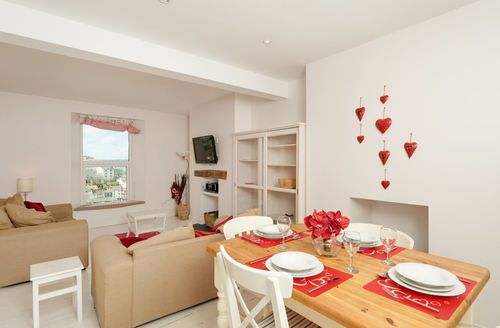 Snaptrip - Last minute cottages - Delightful Brixham House S1269 -