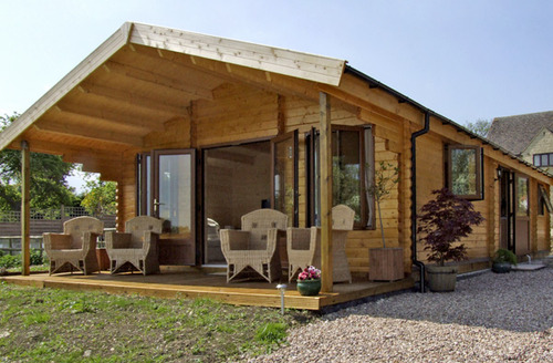 Snaptrip - Last minute cottages - Adorable Broadway Lodge S2193 -