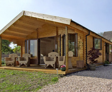 Snaptrip - Last minute cottages - Adorable Broadway Lodge S2193 -
