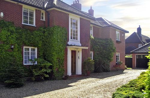 Snaptrip - Last minute cottages - Beautiful Norwich Annexe S2195 -