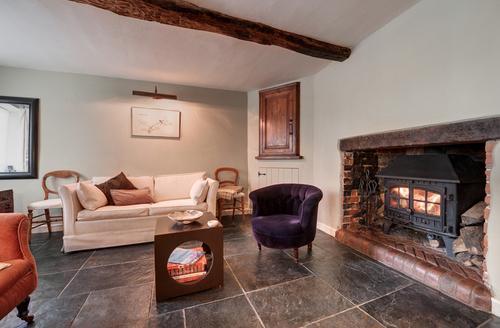 Snaptrip - Last minute cottages - Superb Exeter Square S1386 -