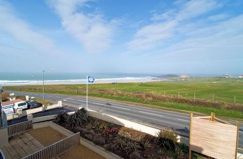 Snaptrip - Last minute cottages - Attractive Newquay Vista S1454 -