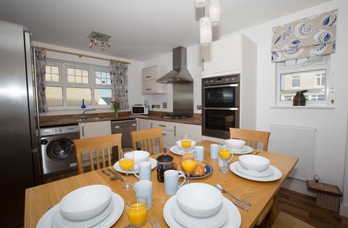 Snaptrip - Last minute cottages - Wonderful Padstow Close S1552 -