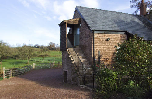Snaptrip - Last minute cottages - Quaint Hereford Granary S2237 -
