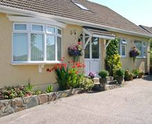 Snaptrip - Last minute cottages - Attractive Saint Austell Apartment S2243 -