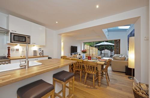 Snaptrip - Last minute cottages - Quaint Cowes Haven S1860 -