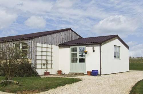 Snaptrip - Last minute cottages - Wonderful Gloucester Leverets S2245 -