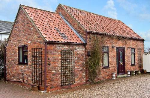 Snaptrip - Last minute cottages - Captivating Market Rasen Barn S2249 -