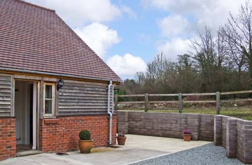 Snaptrip - Last minute cottages - Cosy Leominster Farm S2262 -