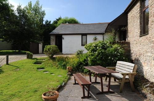 Snaptrip - Last minute cottages - Adorable Combe Martin Cottage S9205 -
