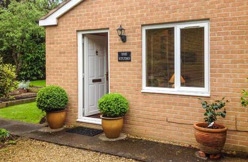 Snaptrip - Last minute cottages - Adorable Stratford Upon Avon Studio S2297 -
