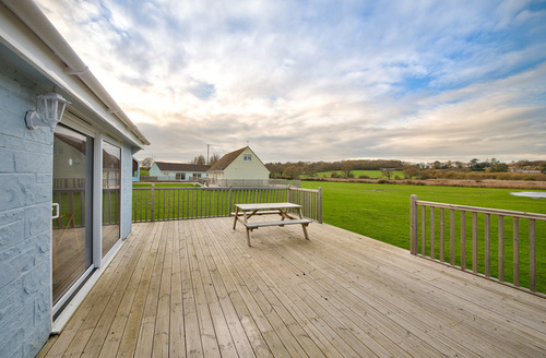 Snaptrip - Last minute cottages - Lovely Seaview Rental S13217 -