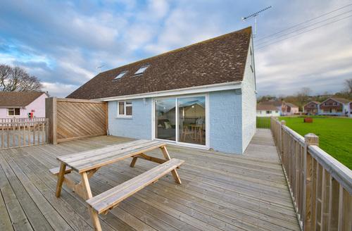 Snaptrip - Last minute cottages - Exquisite Seaview Rental S13232 -